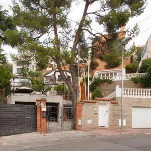 Hotel Pictures: House Esplugues - Barcelona, San Justo Desvern