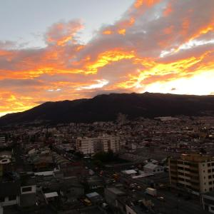 Hotel Pictures: Apartment with panoramic view, Quito