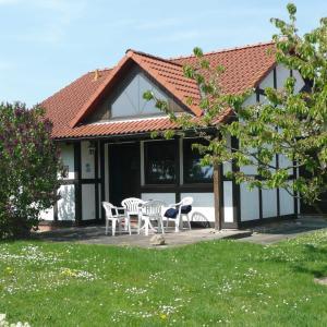 Hotel Pictures: Ferienhaus Scout 48 im Feriendorf, Bachenbrock