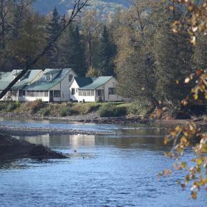 Hotel Pictures: Chalets Camp Melançon - ZEC Petite Cascapédia, New Richmond