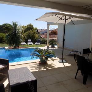 Hotel Pictures: Chambre d'hôtes coté piscine, Alignan-du-Vent
