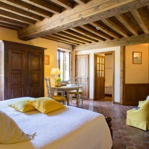 Hotel Pictures: Le Hameau de Barboron, Savigny-lès-Beaune
