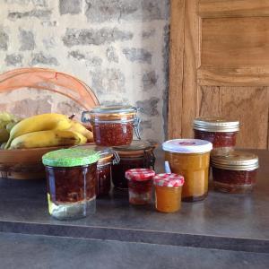 Hotel Pictures: La maison cachee, Varaire