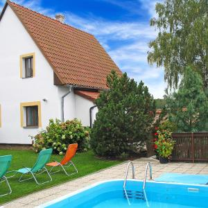 Hotel Pictures: 3-Bedroom Holiday home with Pool in Dubovice/Mähren 1475, Dubovice