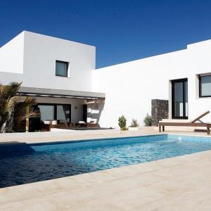 Hotel Pictures: Villa Nueva 2 with private pool, La Oliva