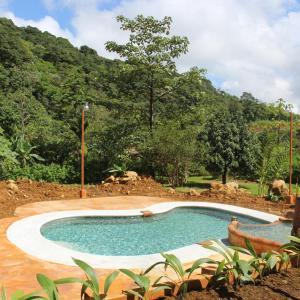 Hotel Pictures: Hotel Catarata Río Celeste, El Achiote