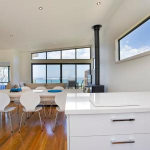 Hotel Pictures: Earth Sea Sky, Wye River
