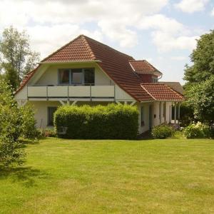 Hotel Pictures: Landhaus im ruhigen Inselkern WE_1, Patzig