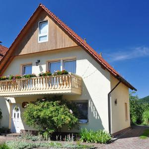 Hotel Pictures: Pension 'AM RENNSTEIG', Neuenhof