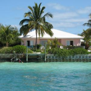 Hotel Pictures: Helen's Point House, Treasure Cay