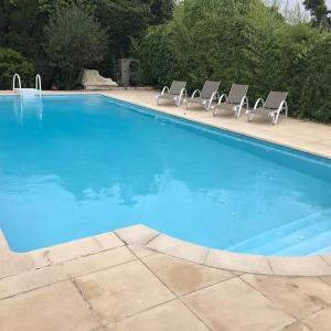 Hotel Pictures: Appartement avec grande piscine a cote des plages, Villeneuve-Loubet