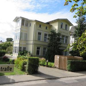 Hotelbilleder: Villa Waldstraße - Ferienwohnung, Bansin Dorf