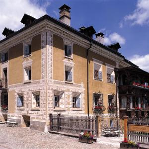 Hotel Pictures: Historic Hotel Chesa Salis, Bever