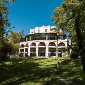 Hotel Pictures: Le Pavillon de la Rotonde & Spa, Charbonnières-les-Bains