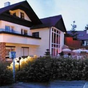 Hotel Pictures: Nudistický Wellness Party hotel, Březůvky