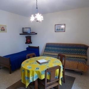 Hotel Pictures: Apartment Dans le centre de granville appartement f1, Granville