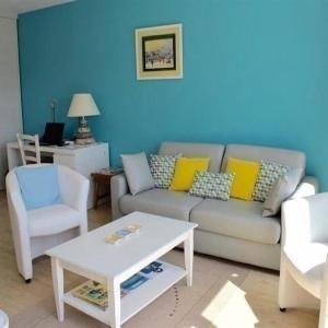 Hotel Pictures: Apartment Duplex dans résidence proche du casino avec acces piscine, Guérande