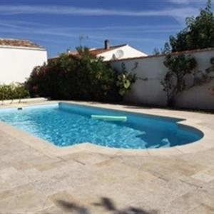 Hotel Pictures: House La flotte en re la retaise piscine chauffee pour 8 personnes, La Flotte