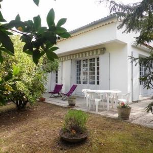 Hotel Pictures: House Royan - parc de royan : maison au calme proximite commerce et plage, Royan