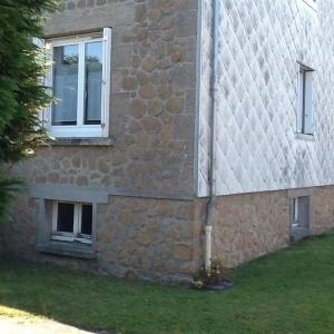 Hotel Pictures: Apartment Appartement rdc refait a neuf en agglomeration, Granville