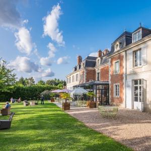 Hotel Pictures: Relais du Silence Domaine des Thomeaux Hotel Restaurant & Spa, Mosnes