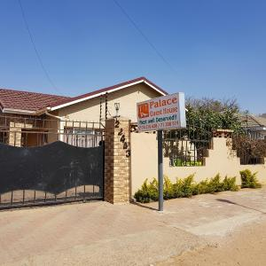 Foto Hotel: T&T Palace Guest House, Gaborone