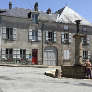 Hotel Pictures: Gite de la Fontaine, Faux-la-Montagne
