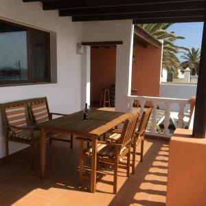 Hotel Pictures: Casa Harmonia, Teguise
