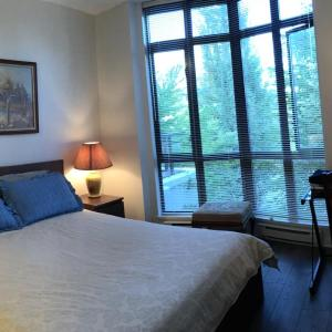 Hotel Pictures: City Centre Cozy Townhouse 2 Minutes to Skytrain Station, Richmond
