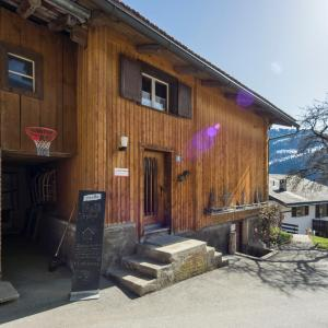 Hotel Pictures: Gästehaus Alpina in Fanas, Fanas