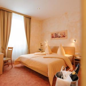 Hotel Pictures: Hotel Mediterraneo, Neustadt an der Weinstraße