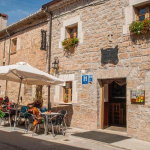 Hotel Pictures: Hostal-Bar Restaurante 'La Fuente', Rabé de las Calzadas