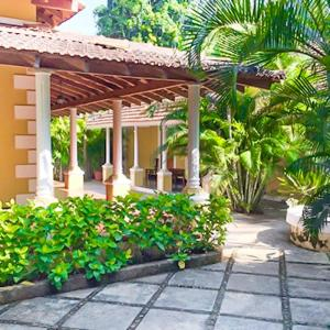 Foto Hotel: A lavish Portuguese Villa, 33 m from Calangute Beach by GuestHouser, Calangute