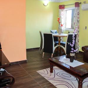 Hotel Pictures: Three Sis Apartments, Bassa