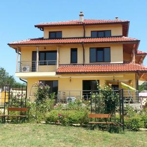 Hotel Pictures: Morski Horizonti Guest House, Ravadinovo