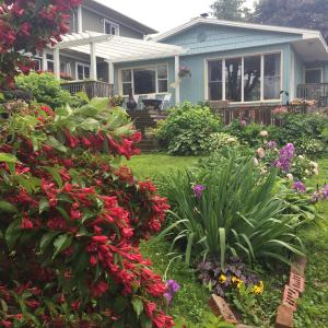 Hotel Pictures: Dionna's Bed & Breakfast, Cobourg