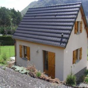Hotel Pictures: House Agreable maison** récente avec vue sur les massifs, Murol