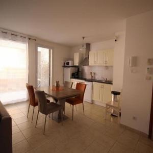 Hotel Pictures: Apartment Appartement type t3 pour 6 personnes avec terrasse, parking et clim, Port-Vendres
