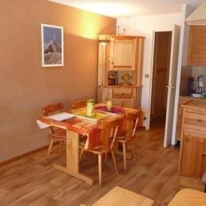 Hotel Pictures: Apartment Adonis a, Le Poët
