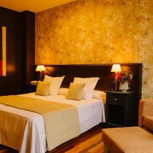 Hotel Pictures: Hotel-Bodega La Casa del Cofrade, Albelda de Iregua