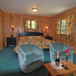 Hotel Pictures: Les Chalets du lac Taureau, Saint-Michel-des-Saints