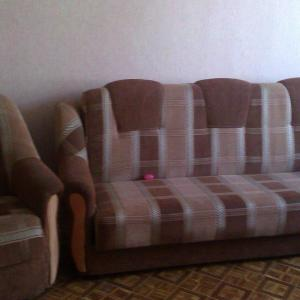 Hotel Pictures: 2 комнатная квартира, Omsk