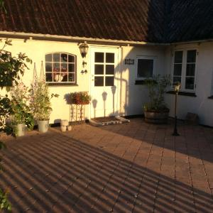 Hotel Pictures: Bed and Breakfast - Stakdelen 47, Allerup