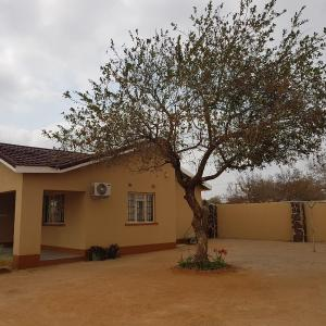 Hotel Pictures: Akma Gee Guest House, Palapye