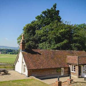 Hotel Pictures: Cowdray Golf Lodge, Midhurst