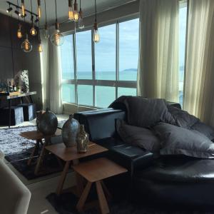 Hotel Pictures: Requintado Frente Mar na Meia Praia BCHost 12, Meia Praia