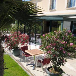 Hotel Pictures: Hôtel Entre Beauce et Perche, Châteaudun