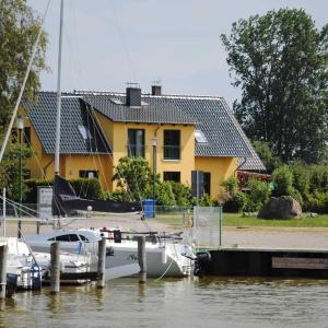 Hotel Pictures: Ferienhaus am Saaler Bodden, Neuendorf