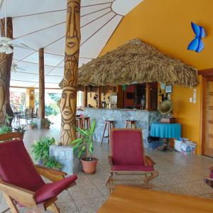 Hotel Pictures: Gumbo Limbo Jungle Resort, Cool Shade