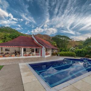 Hotel Pictures: San Marcelino de las Rosas, Tomogo